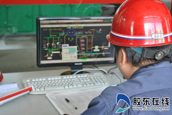 工作人员根据供热运行曲线调整锅炉运行参数