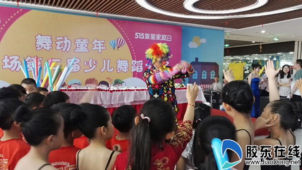 小丑表演吸引力十足