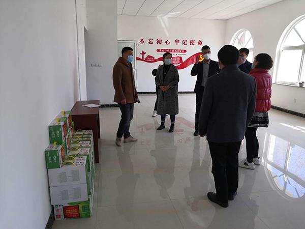 """联合阳光社区""""双报道""""单位一起准备慰问物资"""
