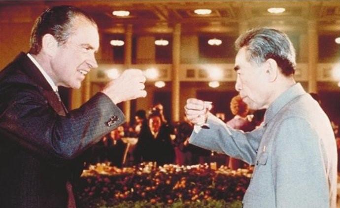 1972年2月21日,周恩来总理和尼克松总统在欢迎晚宴上举杯